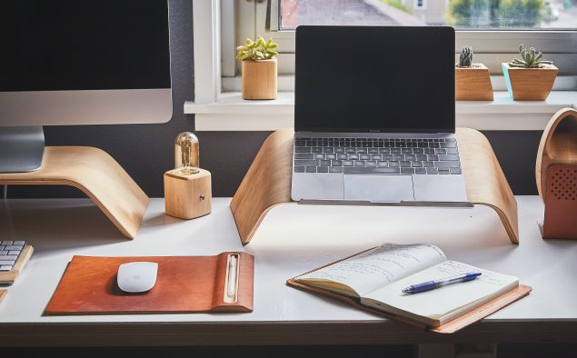 A hybrid work device guide for the modern office